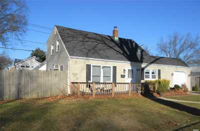 Levittown Single Family Home For Sale: 163 Periwinkle Rd