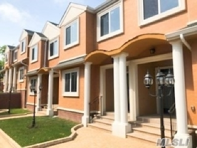 Great Neck Condo/Townhouse For Sale: 85-93 Steamboat Rd #1