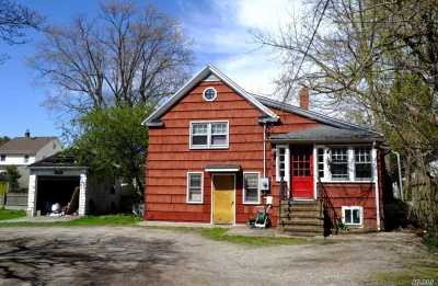 Woodmere Single Family Home For Sale: 70 Brower Ave