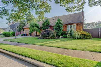 Lindenhurst Single Family Home For Sale: 347 S 6th St