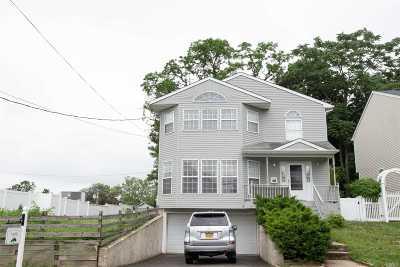 Port Washington Single Family Home For Sale: 1 Bar Beach Rd