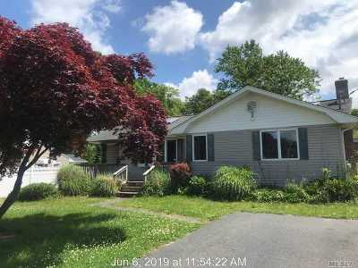 Bellport Single Family Home For Sale: 81 Maple Ave