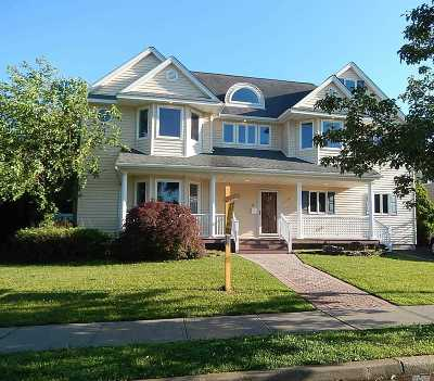 Plainview Single Family Home For Sale: 11 Melony Ave