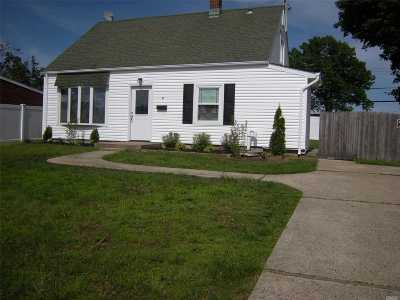 Levittown Single Family Home For Sale: 9 Pond Ln
