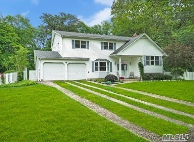 Smithtown Single Family Home For Sale: 16 Allison Ct