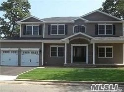 Massapequa Single Family Home For Sale: 117 Berkeley Pl