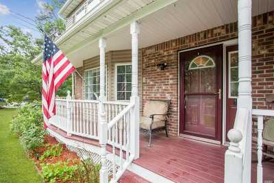 Patchogue Single Family Home For Sale: 671a Old Medford Ave