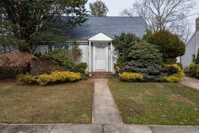 W. Hempstead Single Family Home For Sale: 321 Redmont Rd