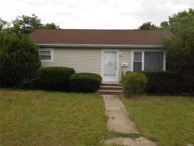 Amityville Single Family Home For Sale: 34 Silverpine Dr
