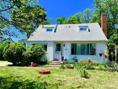 Central Islip Single Family Home For Sale: 39 Hickory St