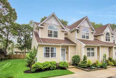 East Islip Condo/Townhouse For Sale: 16 Heckscher Spur Dr