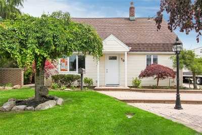 Levittown Single Family Home For Sale: 197 Saddle Ln