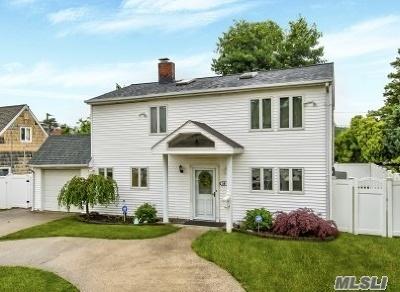 Hicksville Single Family Home For Sale: 16 Bond Ln