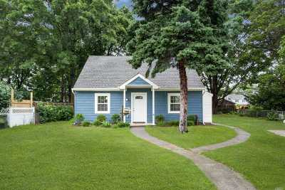 Levittown Single Family Home For Sale: 115 Shelter Ln
