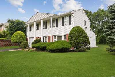 Smithtown Single Family Home For Sale: 81 Wesleyan Rd
