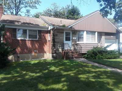 Syosset Single Family Home For Sale: 5 Melanie Ln