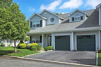 Smithtown Condo/Townhouse For Sale: 10 Merrimack Rd