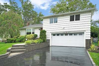 Plainview Single Family Home For Sale: 35 Cranberry Ln