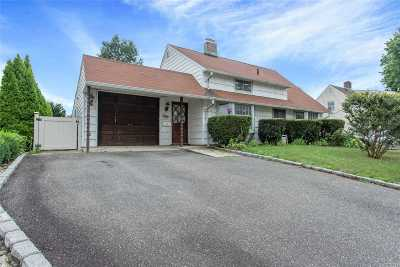 Levittown Single Family Home For Sale: 50 Woodpecker Ln