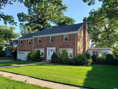 Freeport Single Family Home For Sale: 65 Beverly Pky