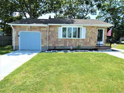 Patchogue Single Family Home For Sale: 58 Highland Ave