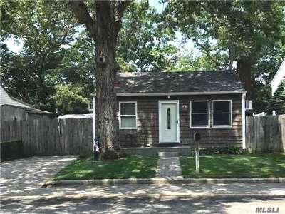 Ronkonkoma Single Family Home For Sale: 4925 S Express Dr