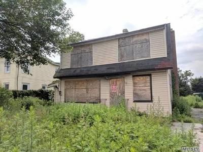 Hempstead Single Family Home For Sale: 66 Grove St
