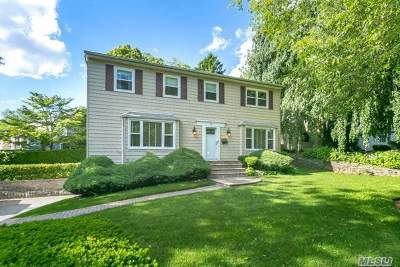 Great Neck Single Family Home For Sale: 2 Hampton Ct