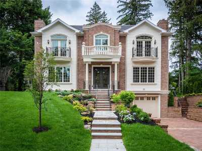 Great Neck Single Family Home For Sale: 38 Strathmore Rd