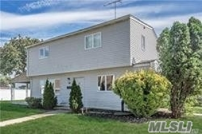 Levittown Single Family Home For Sale: 2 Bluegrass Ln