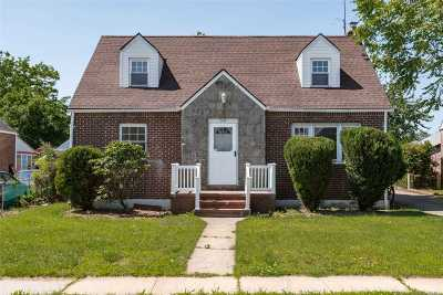 Valley Stream Single Family Home For Sale: 30 Lutz Dr