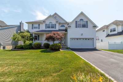 Manorville Single Family Home For Sale: 77 Beechwood Dr