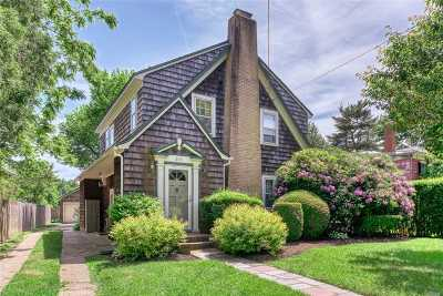 Greenport Single Family Home For Sale: 613 Front St
