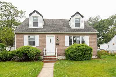 Uniondale Single Family Home For Sale: 620 Liberty St