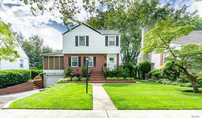Valley Stream Single Family Home For Sale: 12 Hawthorne Ln