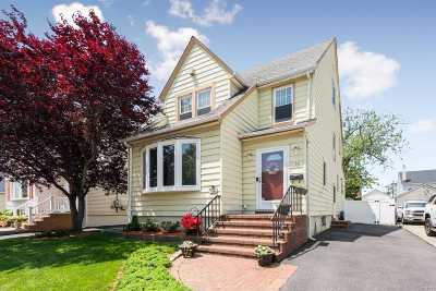 Valley Stream Single Family Home For Sale: 16 Marlboro Rd