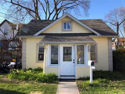 Freeport Single Family Home For Sale: 45 Dehnhoff Ave