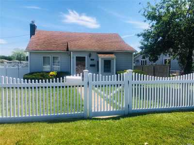 Copiague Single Family Home For Sale: 790 Pinelawn Ave