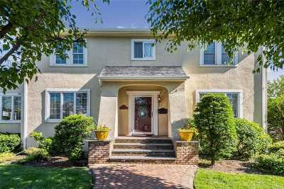 Manhasset Single Family Home For Sale: 27 Mora Ct