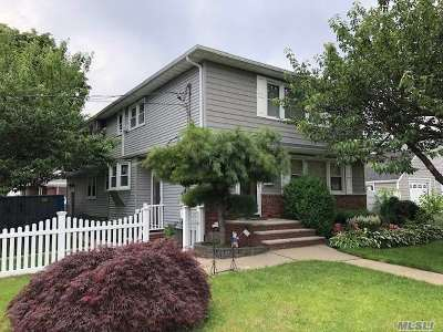 Farmingdale Single Family Home For Sale: 47 Woodward Pky