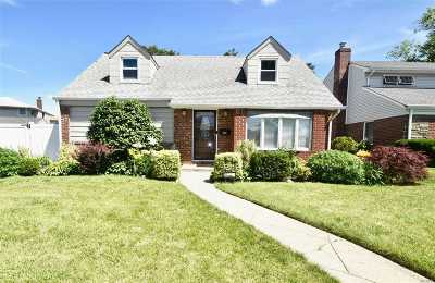 Valley Stream Single Family Home For Sale: 1082 Wright St