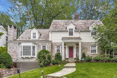 Manhasset Single Family Home For Sale: 570 Hunt Ln