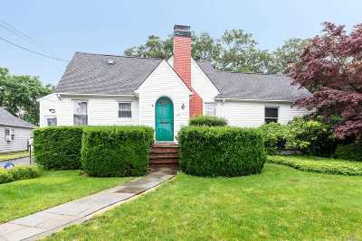 East Norwich Single Family Home For Sale: 7 Floyd Pl