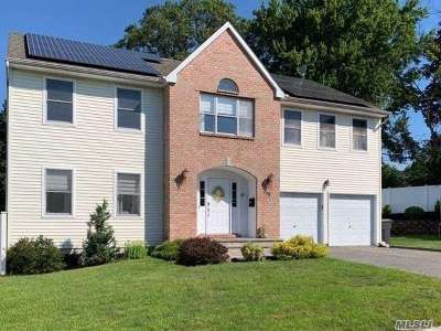 Plainview Single Family Home For Sale: 73 Manetto Hill Rd