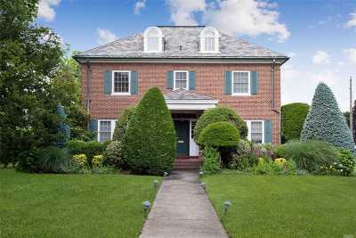 Woodmere Single Family Home For Sale: 60 Woodmere Blvd