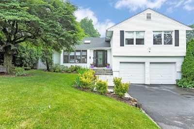 Port Washington Single Family Home For Sale: 8 Old Hills Ln