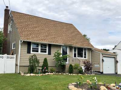 West Islip Single Family Home For Sale: 9 Pearl Ct