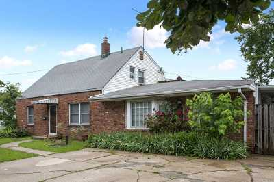 Levittown Single Family Home For Sale: 601 Gardiners Ave