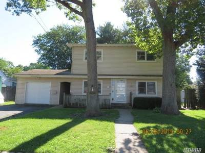 Ronkonkoma Single Family Home For Sale: 41 Wyant Ave