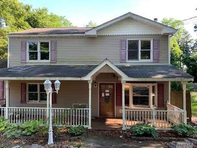 Hauppauge Single Family Home For Sale: 74 Bridge Rd